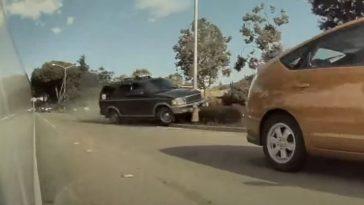 Ford SUV ramt opzettelijk sedan van de weg