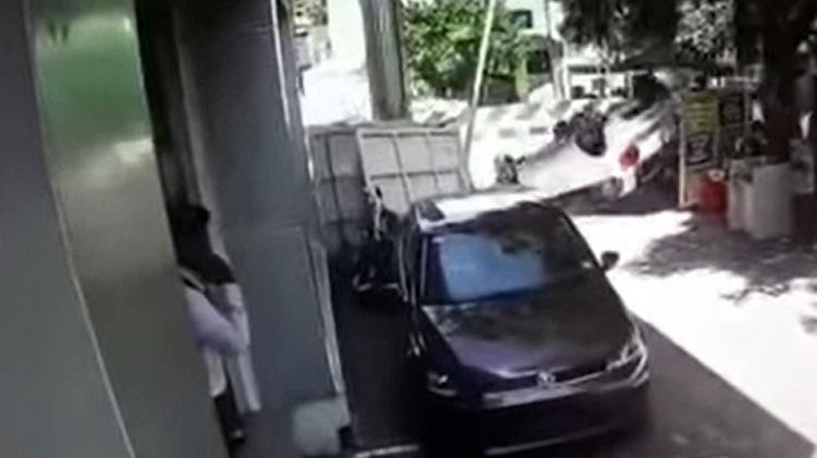 VW Polo-bestuurder rolt auto binnen 5 meter na ontvangst