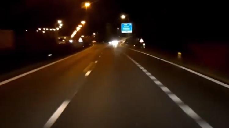 Bestuurder rijdt tegen de richting in de snelweg op