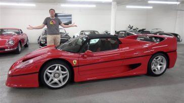 Doug DeMuro neemt een Ferrari F50 onder de loep