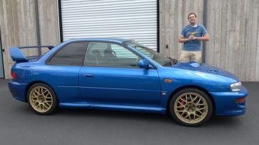 Doug DeMuro neemt een Subaru Impreza 22B onder de loep