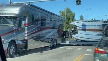 Amerikaan gaat op vakantie met de Camper en Boot