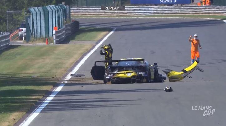 Ferrari 488 GT3 crasht tijdens warm-up lap op Spa