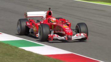 Mick Schumacher in de Ferrari F2004 V10 op Mugello