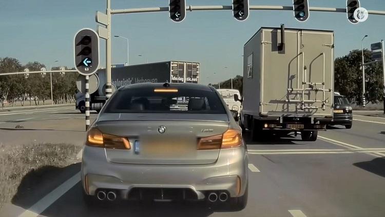 Bestuurder van BMW M5 is het niet eens met rijgedrag van Tesla