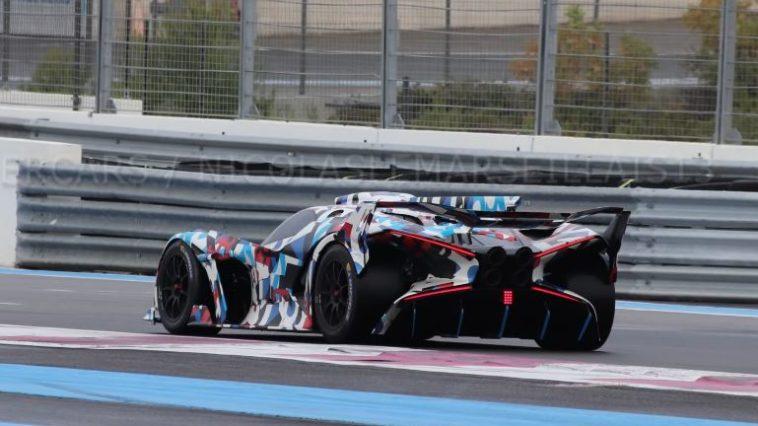 Bugatti circuitauto gespot op Paul Ricard