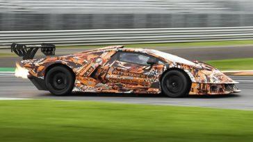 Zie de 830 pk Lamborghini Essenza SCV12 testen op Monza