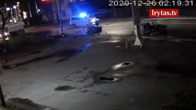 BMW doormidden na schokkende crash tijdens achtervolging