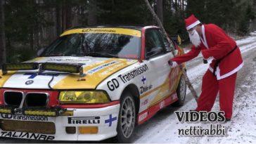 De kerstman in een 400 pk BMW