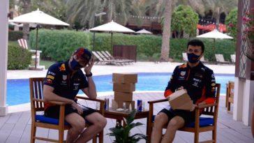 Max Verstappen en Alex Albon bespreken 2020