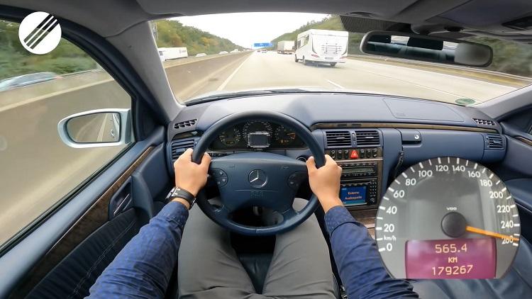 Mercedes-Benz E430 Lorinser naar topsnelheid