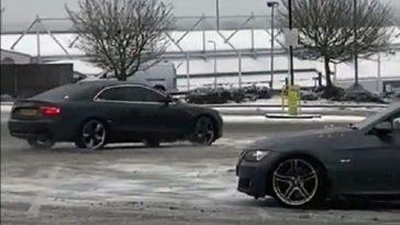 Audi ramt lantaarnpaal op parkeerplaats