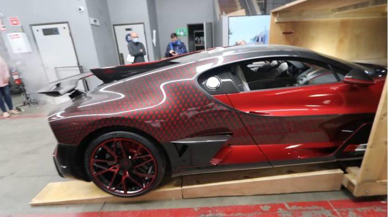 Unboxing van een $5 Million Bugatti Divo