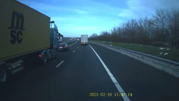 BMW-rijder maakt ruzie met vrachtwagen
