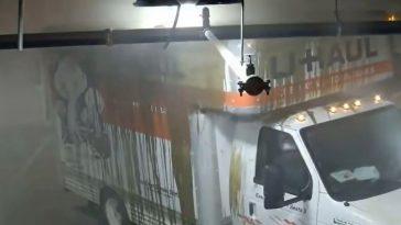 Bestuurder in verhuiswagen sloopt halve parkeergarage