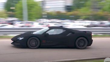 Deze Ferrari SF90 Stradale is extreem zwart