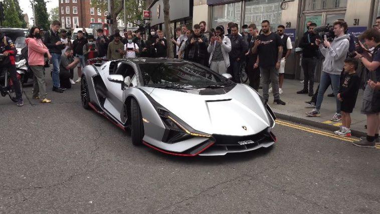Lamborghini Sian zorgt voor chaos in Londen