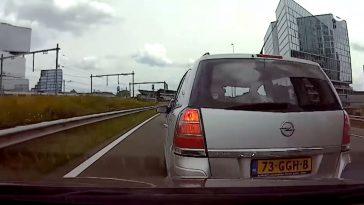 Opel Zafira heeft enorme haast op de A10
