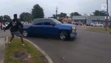Chevrolet Silverado Truck pikt een stoeprandje mee