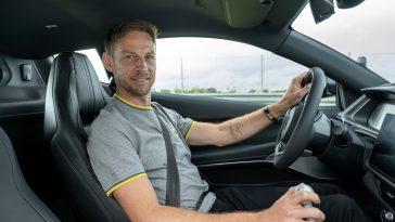 Jenson Button test de nieuwe Lotus Emira
