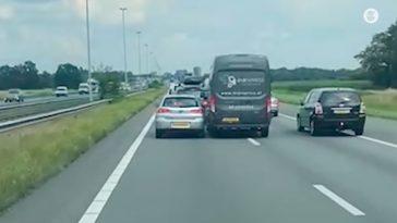 Bestuurders spelen botsauto op de A58