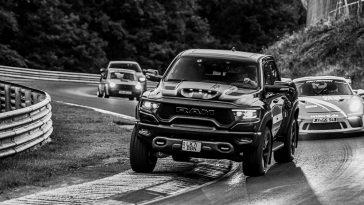 700 pk Dodge Ram TRX vs de Nürburgring